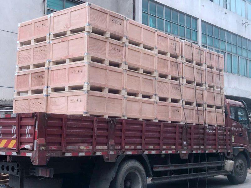 成品木质包装箱装车